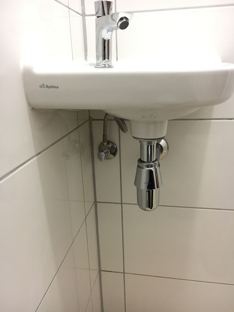 toilet renoveren zwar onderhoud menaam