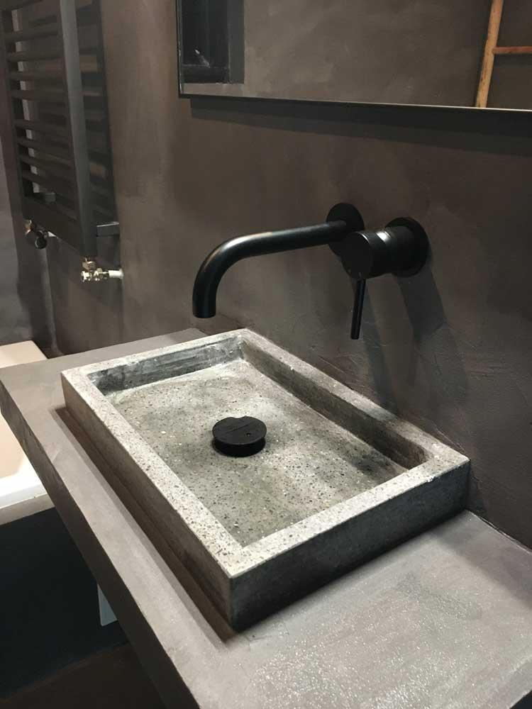 badkamer beton ciré zwart onderhoud menaam
